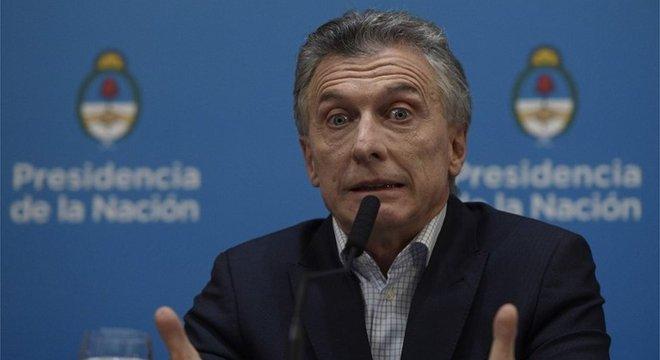 Macri responsabilizou seus adversários kirchneristas pela turbulência no mercado financeiro, após a derrota que sofreu nas urnas no domingo