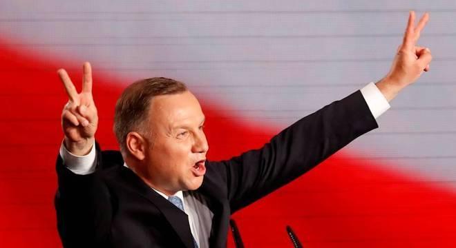 Andrzej Duda, atual presidente da Polônia, venceu primeiro turno neste domingo