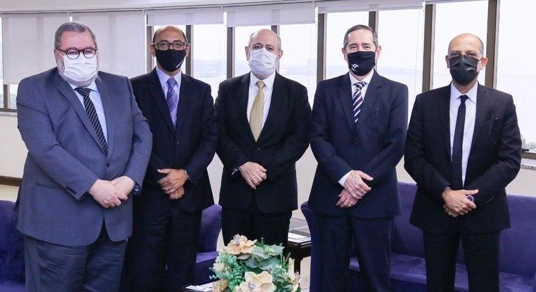 Da esquerda para a direita: Telmo Flor, Sidney Costa, Luiz Cláudio Costa, Ricardo Teixeira do Valle Pereira e Vitor Paulo Araújo dos Santos