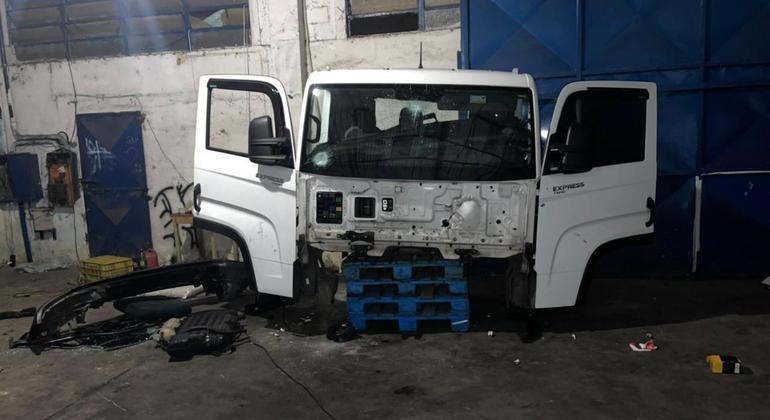 Seis são presos após flagra de desmanche de caminhão em Caieiras, na Grande SP