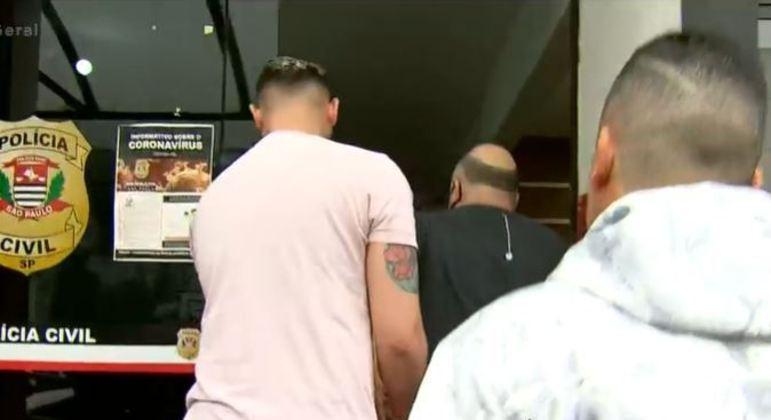 Polícia faz ação contra suspeitos de receptação e roubo de carros de luxo