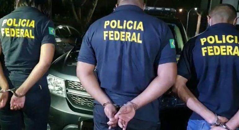 Trio foi preso usando uniformes e documentos falsos da Polícia Federal