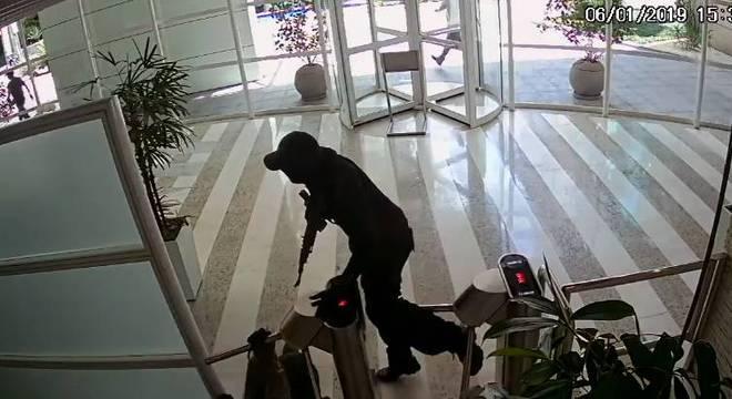 Suspeito em fuga após tentativa de roubo contra a empresa de guarda valores
