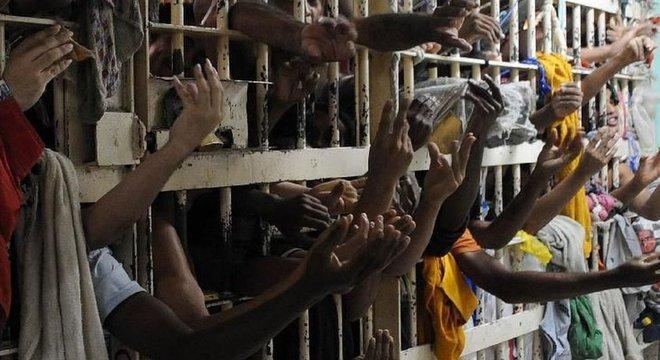 Em julho deste ano, o Brasil tinha pelo menos 812 mil presos, segundo os dados do CNJ