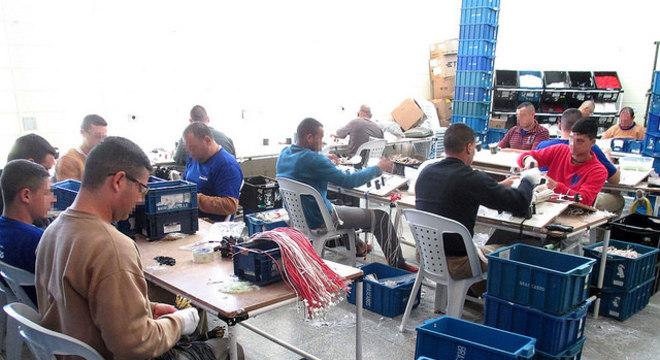 Presos já trabalham em algumas unidades de presídios paulistas