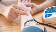 Mulheres desenvolvem pressão alta mais cedo que homens