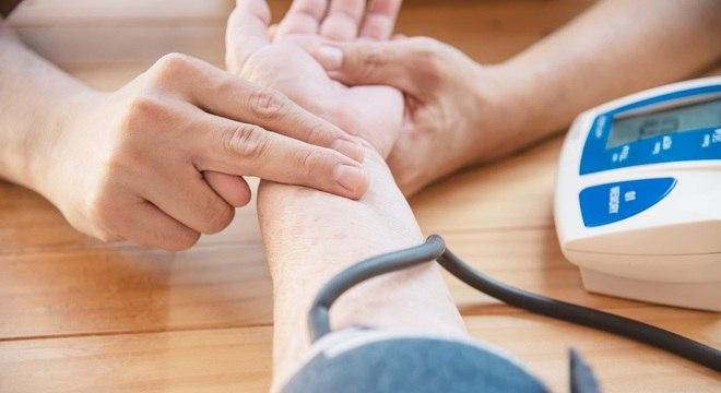 Será possível aferir pressão e fazer teste rápido de glicemia