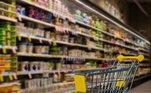 É ainda necessário lavar os produtos apóschegar em casa de mercados ou quando chegam produtos por delivery?De acordo com Lina, não énecessário. Ela ressalta que a OMS (Organização Mundial da Saúde) já divulgou pesquisa que isso não temimpacto no contágio da doença.