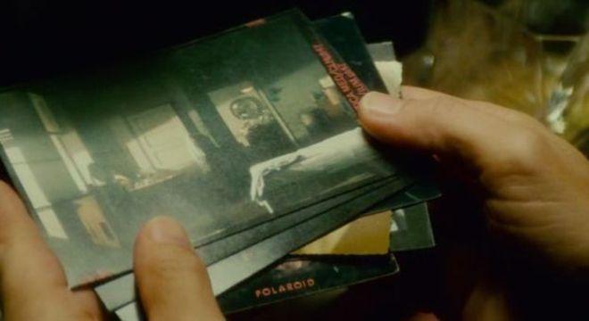 Deckard investiga uma série de polaroides em sua busca por replicantes