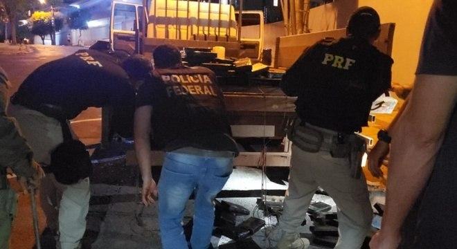 PRF, PF e GEFRON-MT apreendem 407,150 kg de cocaína, em Mato Grosso