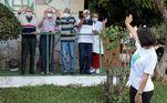 Primeira-dama Michelle Bolsonaro visita abrigo de idosos que recebeu cartão alimentação
