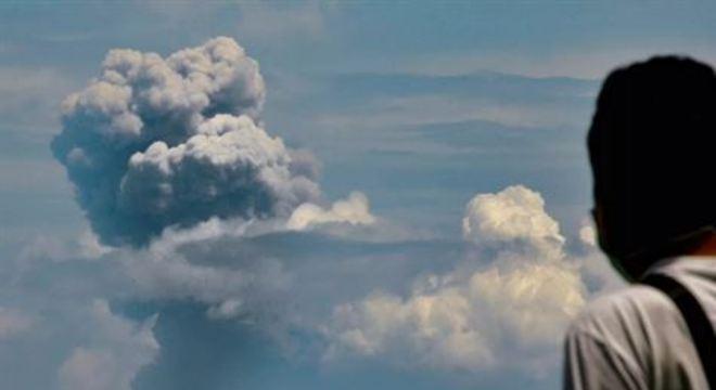 Primeira erupção aconteceu na noite desta sexta-feira(10)