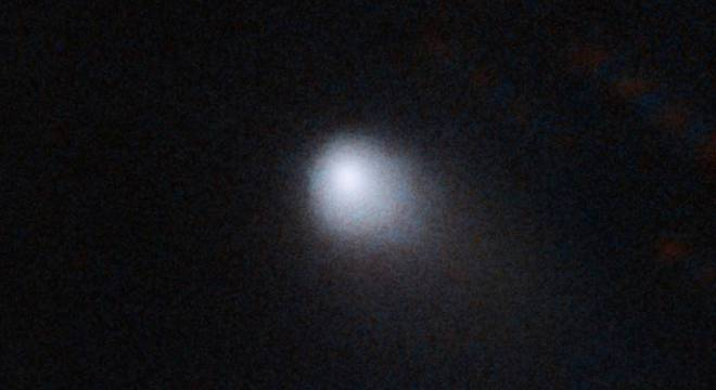 Os cometas, diferentes dos asteroides, são compostos de gelo e poeira.