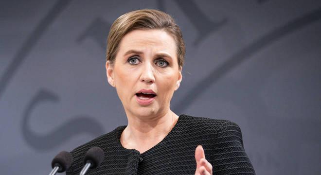 Primeira-ministra da Dinamarca Mette Frederiksen decretou isolamento antes de outros países