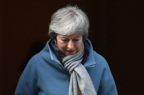Primeira-ministra Theresa May tenta convencer Parlamento a aprovar acordo de saída com a UE