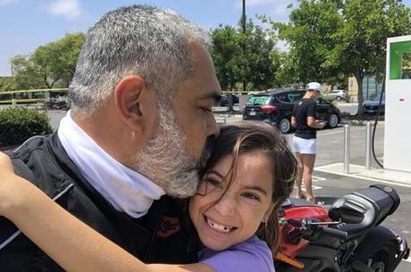 Diego Cardenas celebra o sucesso de sua viagem de aniversário com a filha