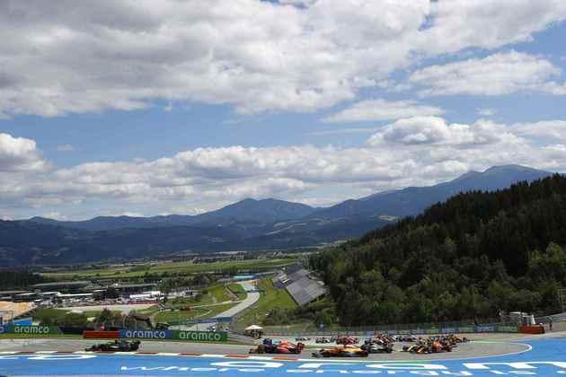 Primeira volta do GP da Estíria teve toque entre as Ferrari na curva 3