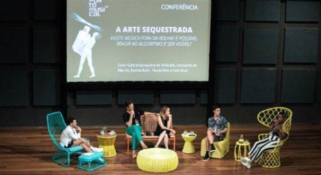 Primeiro dia da programação da edição 2020 do festival contou com duas conferências, com participações de artistas como Karina Buhr, Tássia Reis e Luna Vitrolira, além de produtores e pesquisadores