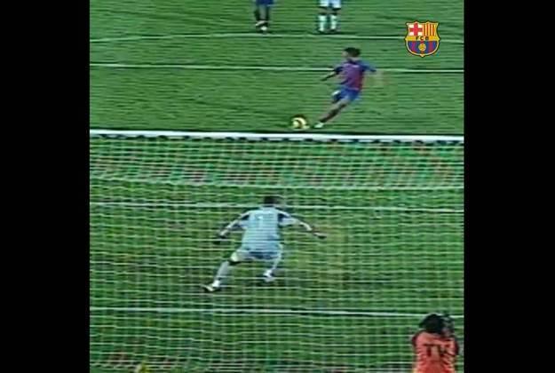 Primeiro gol no Real Madrid - O primeiro gol de Ronaldinho contra o maior rival do Barcelona foi no Campeonato Espanhol 2004/2005. Em vitória por 3 a 0 no Camp Nou, o  brasileiro fechou o placar em cobrança de pênalti.