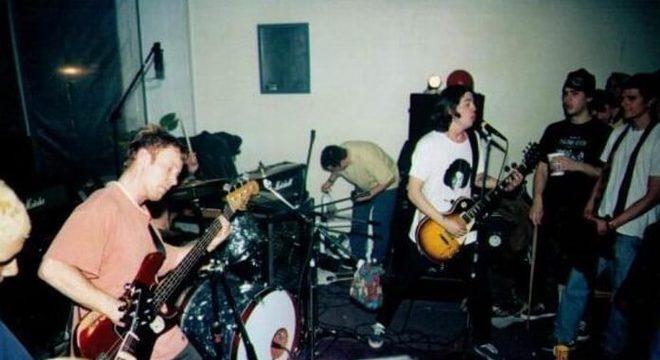 Foo Fighters relembra primeiro show da carreira com foto rara e relato
