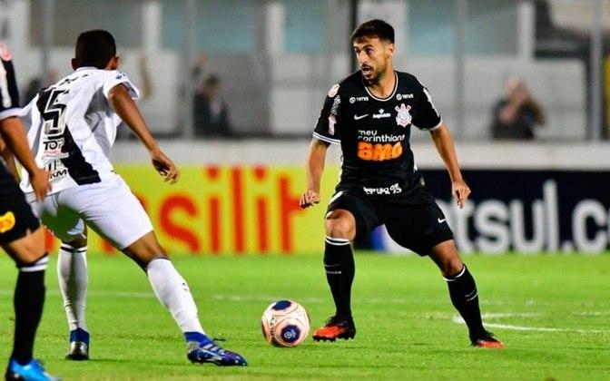 Primeiro Volante: Camacho - homem de confiança de Tiago Nunes, voltou ao Corinthians por um pedido do treinador. Jogando de forma mais recuada, vinha se garantindo na função e provavelmente estaria em campo no Dérbi.