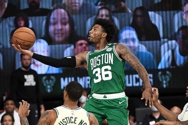 Principal nome do Boston Celtics na derrota para o Milwaukee Bucks, o ala-armador Marcus Smart foi o cestinha da equipe, com 23 pontos. Smart, que começou o jogo no banco de reservas, ainda pegou quatro rebotes e converteu sete dos 11 arremessos de quadra (melhor aproveitamento do time de Massachusetts)