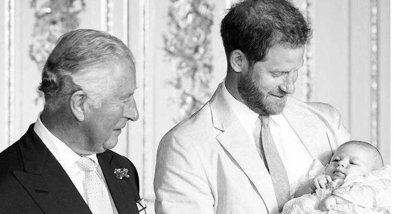 Príncipe Harry compartilhou foto ao lado de Harry e Archie