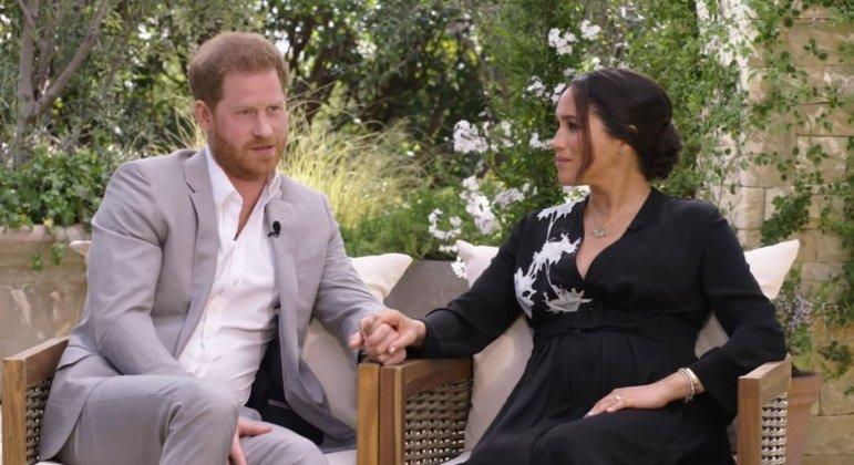 Príncipe Harry e Meghan Markle em entrevista para a apresentadora Oprah Winfrey