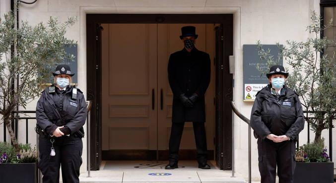 Príncipe Philip é transferido para outro hospital de Londres