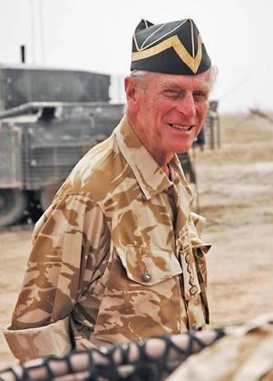 Ingressou na Marinha Real britânica e participou ativamente nos combates durante a Segunda Guerra Mundial no Oceano Índico e no Atlântico