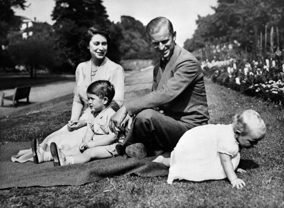 Philip e Elizabeth tiveram quatro filhos: Charles, o príncipe de Gales; Andrew, o duque de York; Anne, a princesa real; e Edward, o conde de Wessex