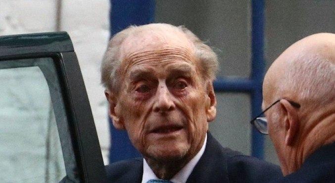 Príncipe Philip passa por cirurgia cardíaca por um problema preexistente