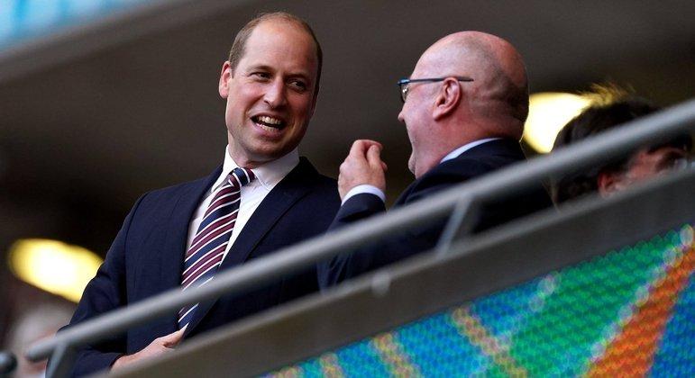 Ó Príncipe William, eufórico nas tribunas de Wembley