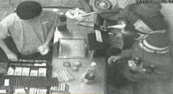Câmeras de segurança do local ajudaram a polícia a identificar os suspeitos do crime