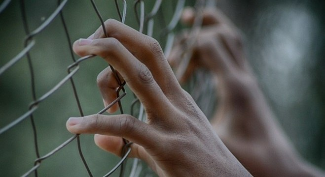 Jovem ficou preso mesmo tendo soltura determinada pela Justiça