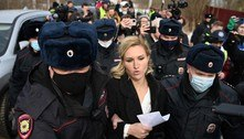 Apoiadores de Navalny são detidos em frente a presídio na Rússia