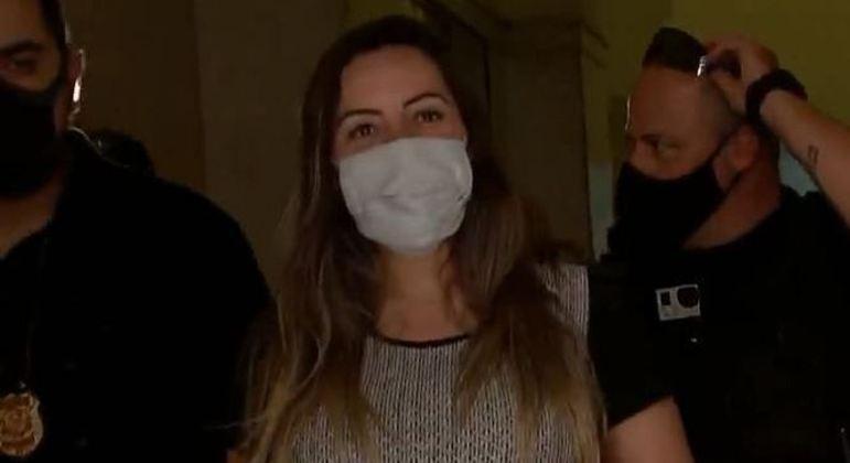 Lauren foi levada para Divisão de Capturas, no centro de SP, após mandado de prisão