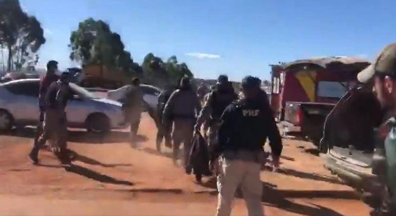 Imagem mostram momento em que Lázaro é encontrado pela polícia