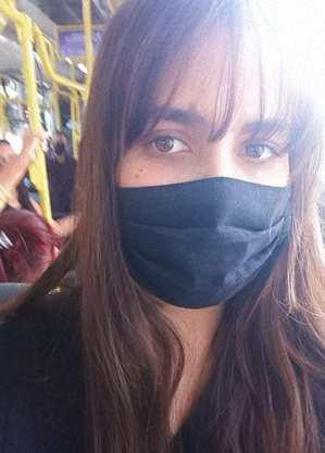 Priscila usa ônibus para ir ao trabalho e sempre está cheio