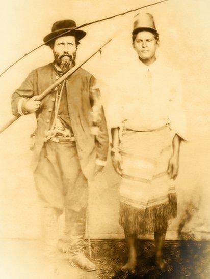 Prisioneiro paraguaio e seu captor brasileiro: Guerra do Paraguai durou 5 anos