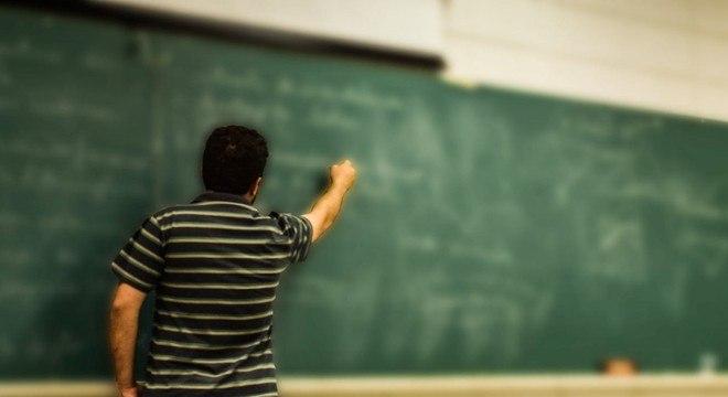 Professor passou a ter idade mínima: 57 anos (mulher) e 60 anos (homens)