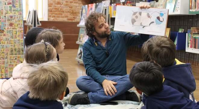 Literatura deve ser algo prazeroso e o hábito começa na infância