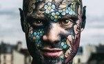 Sylvan, 35, é conhecido comoFreaky Hoody no universo das modificações corporais extremas. Ao mesmo tempo em que trabalha como professor substituto na Escola Primária Paul-Langevin