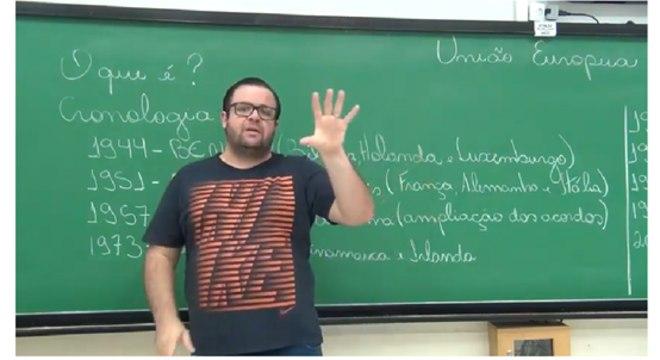 Professores que investem nas aulas em vídeo já são chamados edutubers