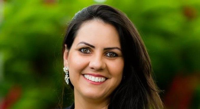 Professora Doani Bertan: aulas em Libras e em português para atender a todos os alunos