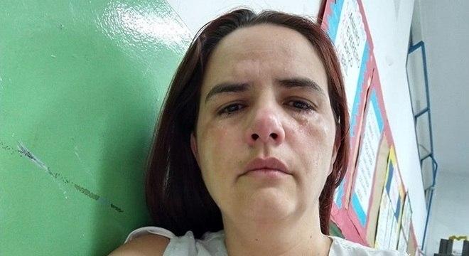 Vanessa Rosa também publicou uma foto chorando em sua página