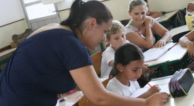 As mulheres não eram chamadas de professoras, mas de 'mestras' e não deviam ensinar matemática, segundo decreto que inspirou o Dia do Professor
