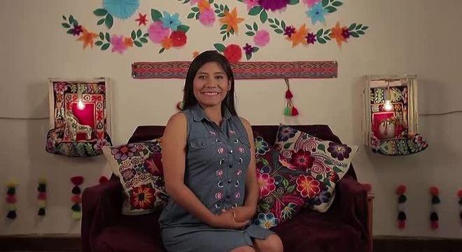 Qorich'aska Quispe dá aulas de quéchua pela internet durante a quarentena da covid-19