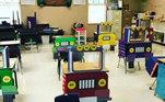 Já a professora do jardim de infânciaJennifer Birch Pierson, do Texas, resolveu transformar a sala de aula em uma estrada cheia de caminhões coloridos