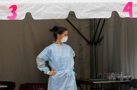 Profissionais da saúde estão entre testados